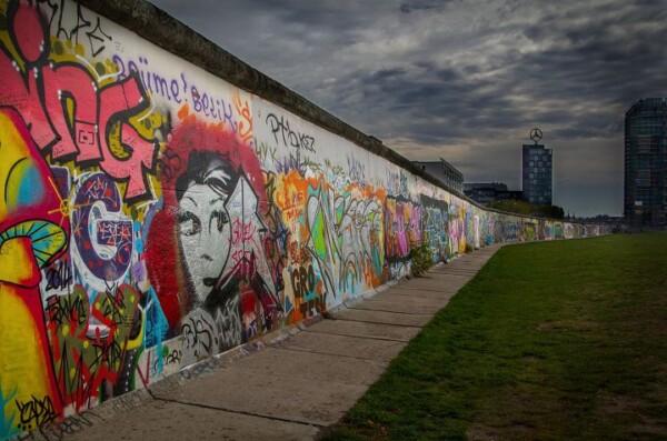Берлінська стіна: історія від створення до руйнування